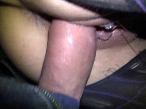 Пьяная курящая брюнетка сосет член и занимается сексом в подъезде