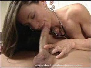 Горячая медсестра уняла эрекцию пациента дав трахнуть себя в пизду
