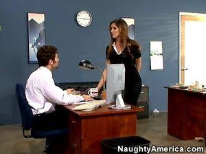 Рыжая секретарша дала начальнику выебать себя в анал прямо в офисе