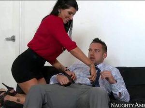 Похотливая секретарша захотела поебаться и отдалась начальнику в офисе