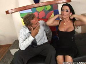 Сисястая секретарша получила толстый хуй начальника в пизду