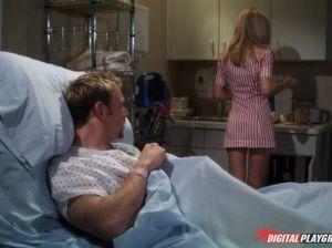Опытный врач жарит в кладовке двух сисястых медсестер