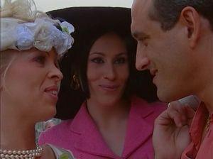 Возбужденная невеста трахнулась с подругой и фотографом на свадьбе