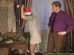 Мужики напоили девок в чулках и трахнули их на новогодней вечеринке