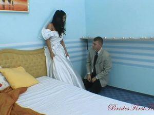 Узкоглазую невесту в белых чулках жестко ебут в анал после свадьбы