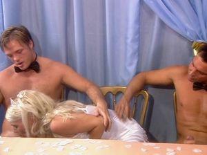 Блудливую невесту обмазали кремом и жестко выебали в две дырки сразу