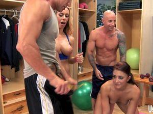 Спортивные девчонки трахаются на вечеринке со своими тренерами