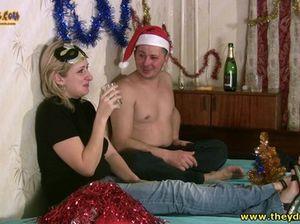 Болтливый чувак уговорил пьяную подругу на секс в новогоднюю ночь