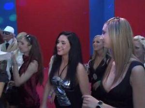 Пьяная оргия в ночном клубе с участием элитных шлюшек