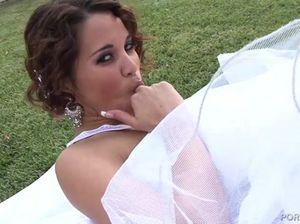 Возбужденная невеста поебалась с женихом прямо перед свадьбой