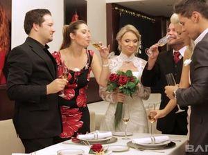 Официант выебал в подсобке роскошную невесту прямо на свадьбе