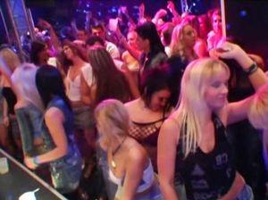 Пьяные телки ебутся с пламенными жеребцами на приватной секс вечеринке