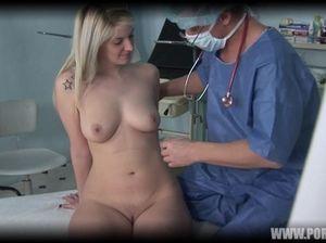 Очкастый гинеколог ебет в пизду красивую чешскую пациентку