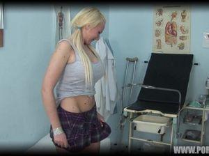 Озабоченный гинеколог выебал грудастую чешку на приеме