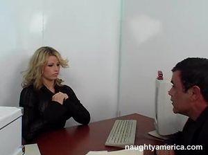 Грудастая секретарша отдалась мужику на собеседовании прямо в офисе