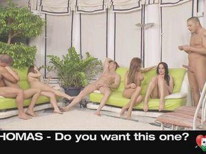 Телки принимают в себя два члена сразу во время секс игры