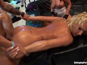 Безумная секс оргия с толпой пьяных телок в колготках на вечеринке