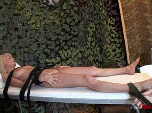 Озабоченный военный врач связал девушку солдата и выебал ее в рот