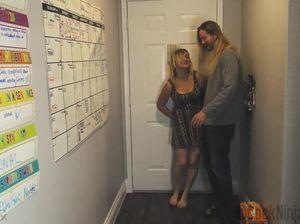Неформальный молодой сынок трахнул пьяную маму после пьянки