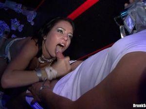 Масштабный пьяный секс на вечеринке в ночном клубе столицы
