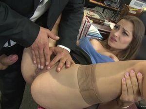 Сексапильная секретарша в очках жестко трахается с начальником