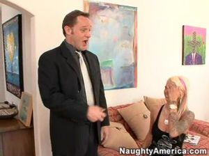 Неформальная секретарша трахается с начальником у себя дома