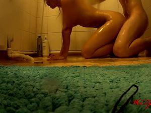 Домашний аматорский секс в душе с сексуальной хохлушкой