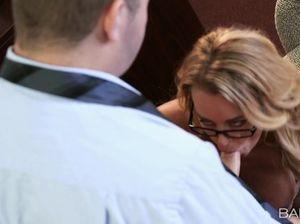 Славная секретарша в очках и ее босс занимаются сексом на работе