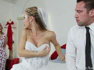Сильный молодой жених трахнул маму невесты и свою возлюбленную