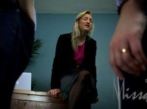 Стеснительная секретарша трахается с боссом и его другом
