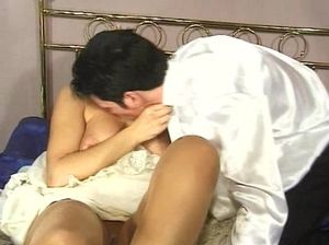 Жаркий анал с невестой в первую брачную ночь с окончанием на язык