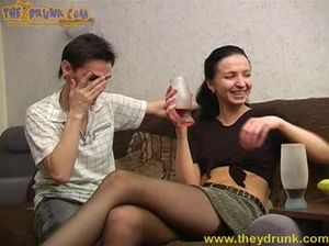 Легкомысленная русская девушка выпила и потрахалась с другом