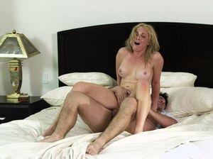 Жена свингера и ее любовник занялись сексом в гостинице