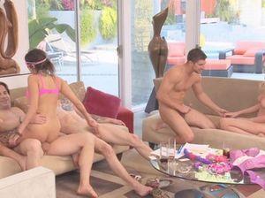 Длительный групповой секс свингеров после сексуальных игр