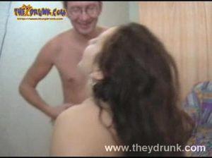 Кобель грубо трахнул пока была в отключке пьяную девчонку