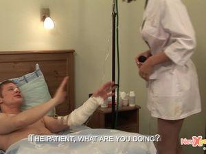 Пациент с переломанной рукой трахнул русскую медсестру
