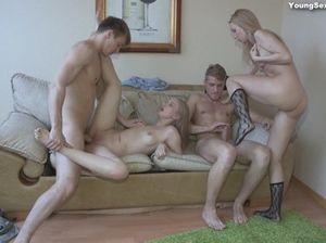 Юные русские ребята трахнулись и сняли на видео групповой секс