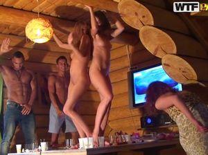 Девушку пьяную трахнули на вечеринке ее одногруппники