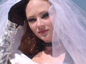 Длинноволосый любовник занялся жарким аналом с невестой до свадьбы
