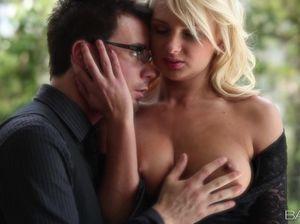 Самый красивый и нежный секс с белокурой украинской красоткой