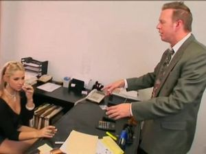 Блудливая секретарша занимается сексом с любимым начальником