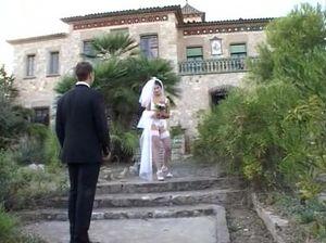 Тощая невеста усердно работает ротиком и ублажает жениха