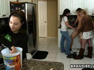Три сексапильные девушки дрочат парню член на кухне
