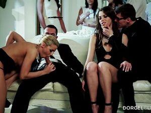 Групповой секс с двойным проникновением на закрытой вечеринке