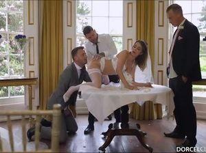 Любвеобильная невеста трахается со всеми друзьями жениха