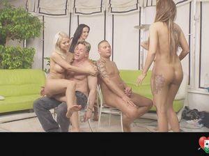 Необычные эротические игры молодых свингеров на вечеринке