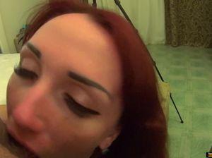 Татуированная украинка громко стонет во время домашнего секса