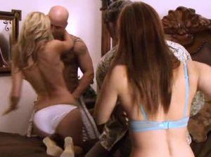 Спланированная вечеринка свингеров закончилась групповым сексом