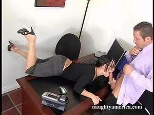 Великолепная секретарша в очках трахается с ненасытным боссом