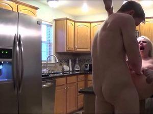 Небритый взрослый сын трахает свою маму в разных позах